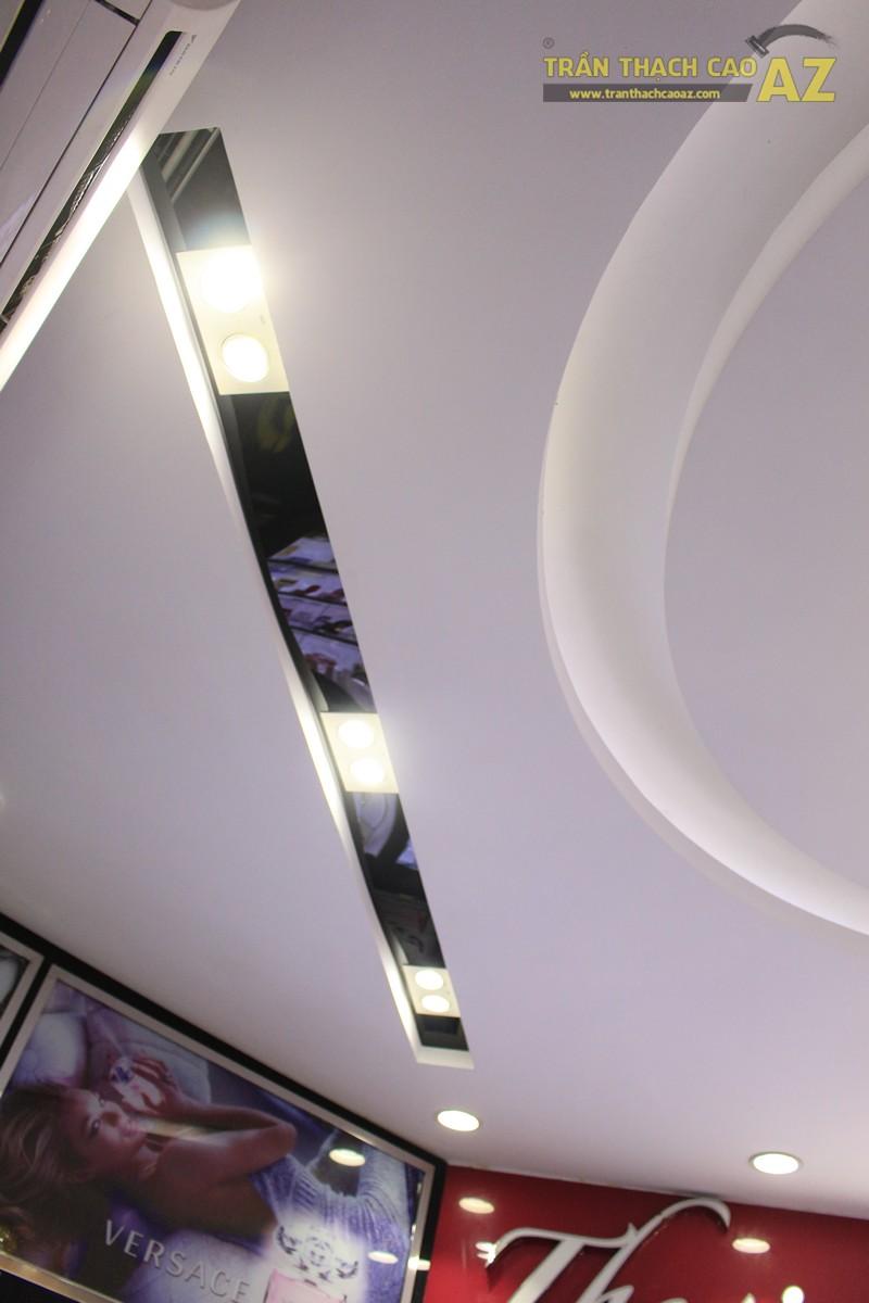 Mẫu trần thạch cao shop đẹp tinh tế, sang trọng của Thế giới nước hoa, 55D Hàng Bài - 05