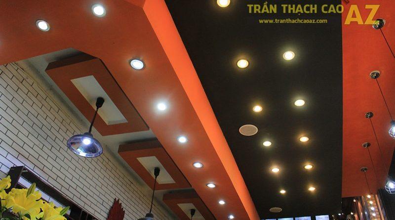 Sử dụng màu đối lập đẹp hiện đại như thiết kế trần thạch cao của Măm Măm Steak Giảng Võ