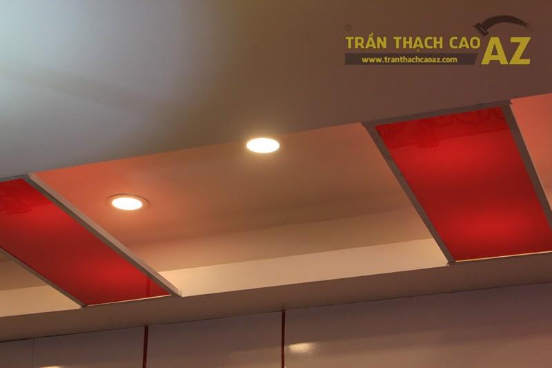 Phối màu trần thạch cao đẹp ấn tượng, bắt mắt như nhà hàng Cơm niêu Singapore, 257 Giảng Võ - 04