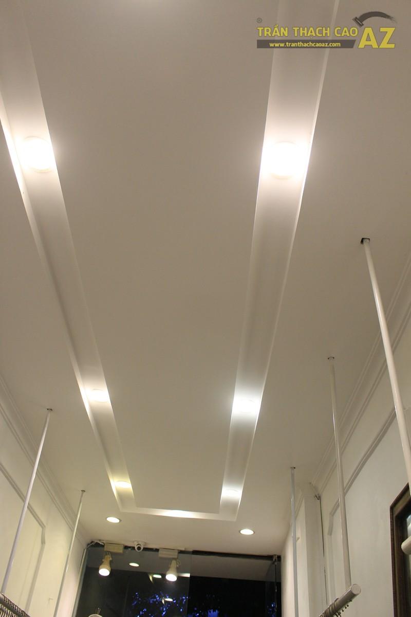 Tạo hiệu ứng hắt sáng lạ mắt như trần thạch cao giật cấp của shop DELUXE, 20 phố Huế - 02