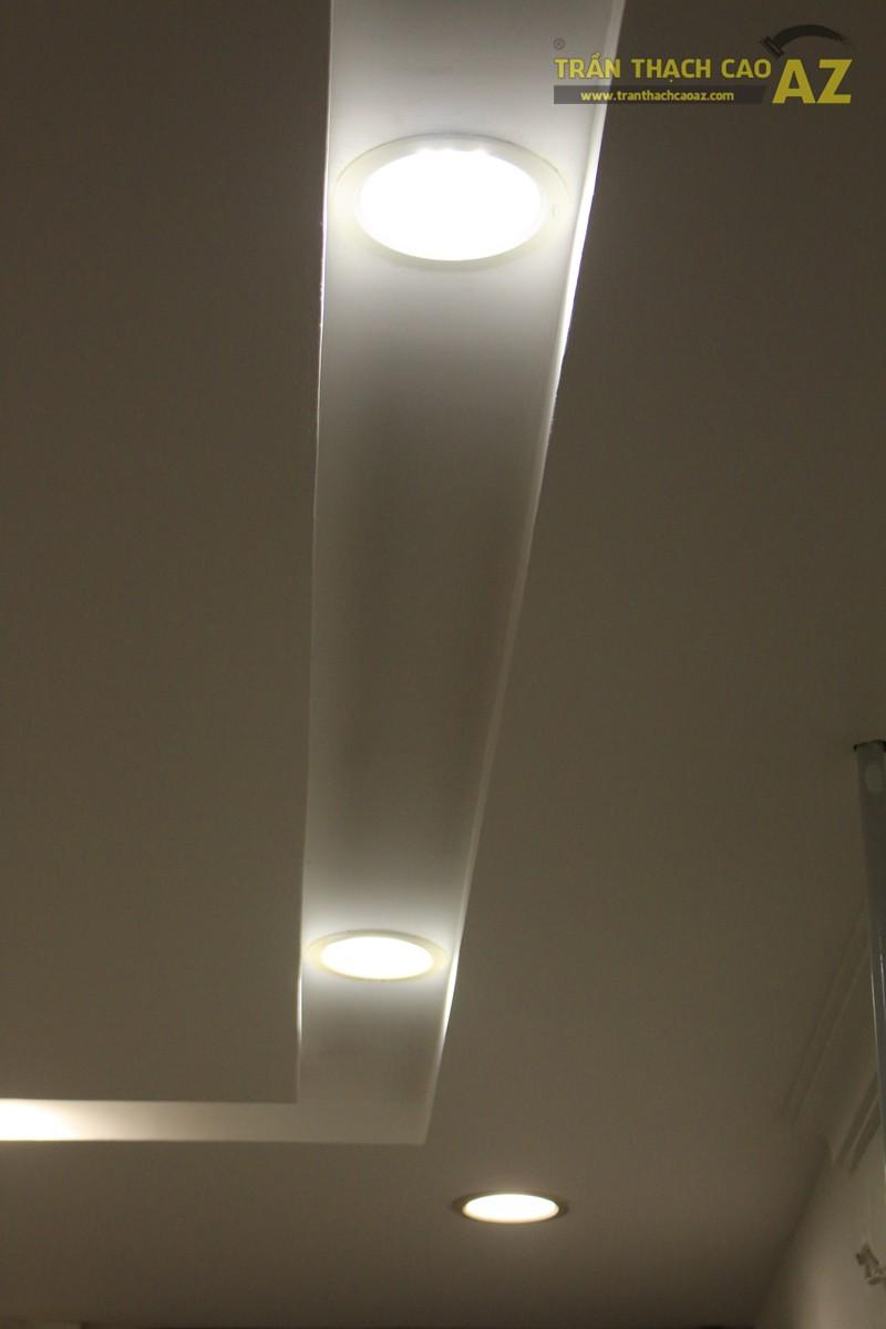 Tạo hiệu ứng hắt sáng lạ mắt như trần thạch cao giật cấp của shop DELUXE, 20 phố Huế - 05