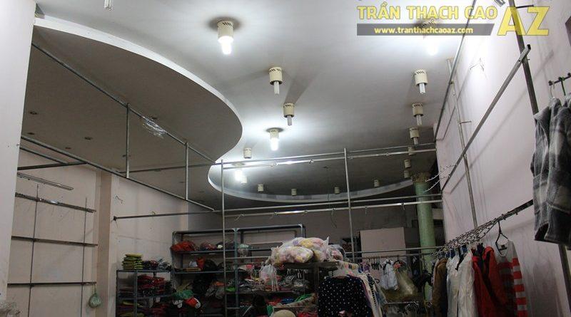 Tạo hình trần thạch cao giật cấp đẹp sáng của shop Thời trang xuất khẩu, số 333 Giảng Võ