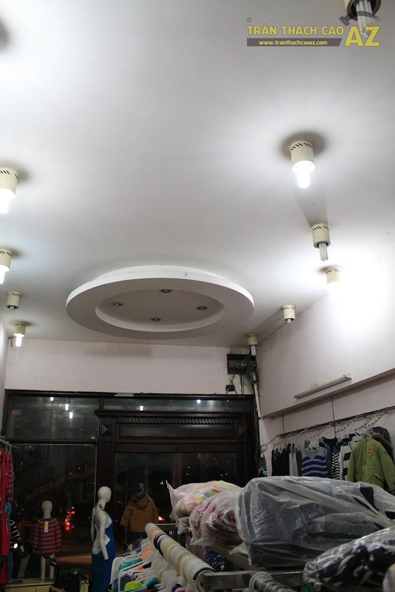 Tạo hình trần thạch cao giật cấp đẹp sáng của shop Thời trang xuất khẩu, số 333 Giảng Võ - 04