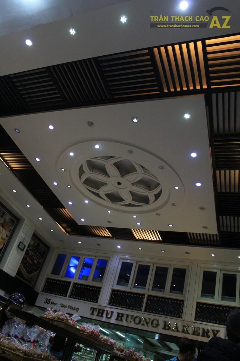 Thiết kế trần thạch cao đẹp với tạo hình hoa văn nghệ thuật của cửa hàng Thu Hương Bakery - 02