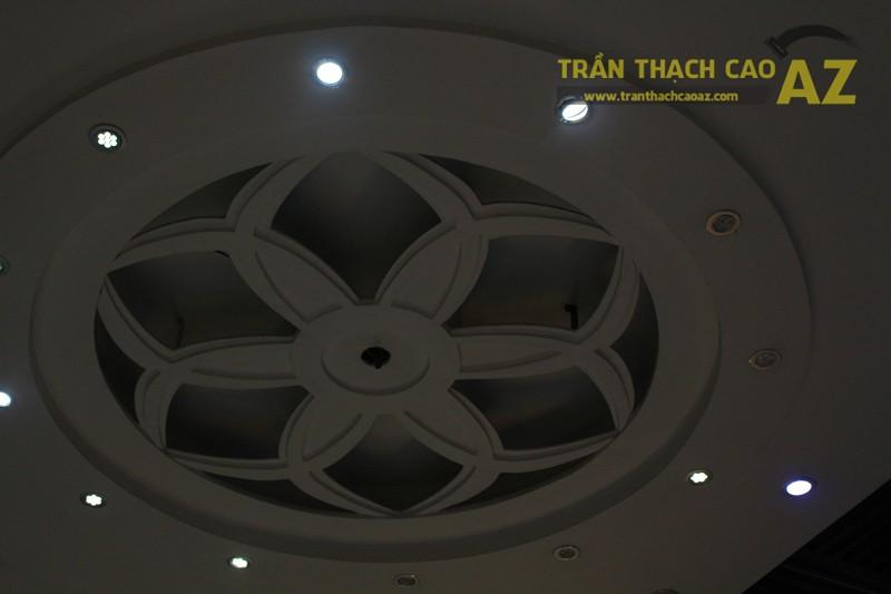 Thiết kế trần thạch cao đẹp với tạo hình hoa văn nghệ thuật của cửa hàng Thu Hương Bakery - 04