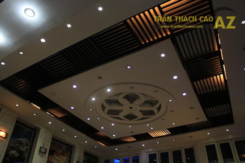 Thiết kế trần thạch cao đẹp với tạo hình hoa văn nghệ thuật của cửa hàng Thu Hương Bakery - 05