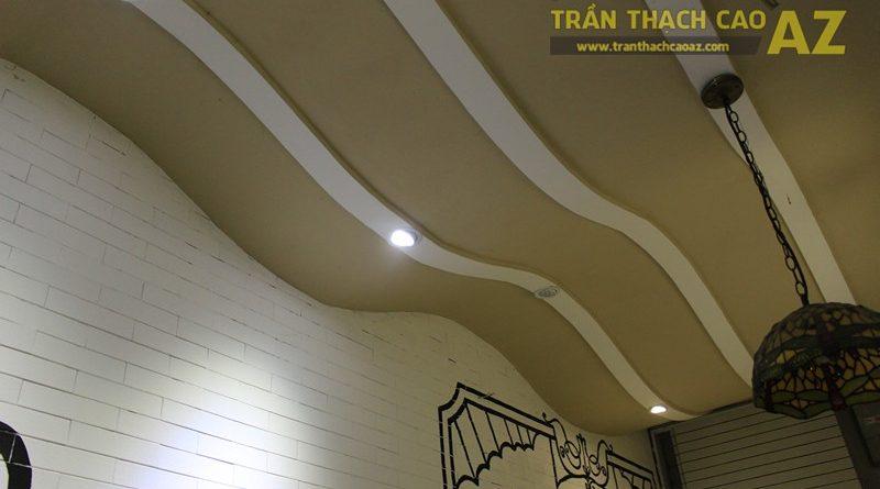 Trần thạch cao quán cafe đẹp ấn tượng với tạo hình sóng khác lạ của Gil's Coffee, 7A phố Huế