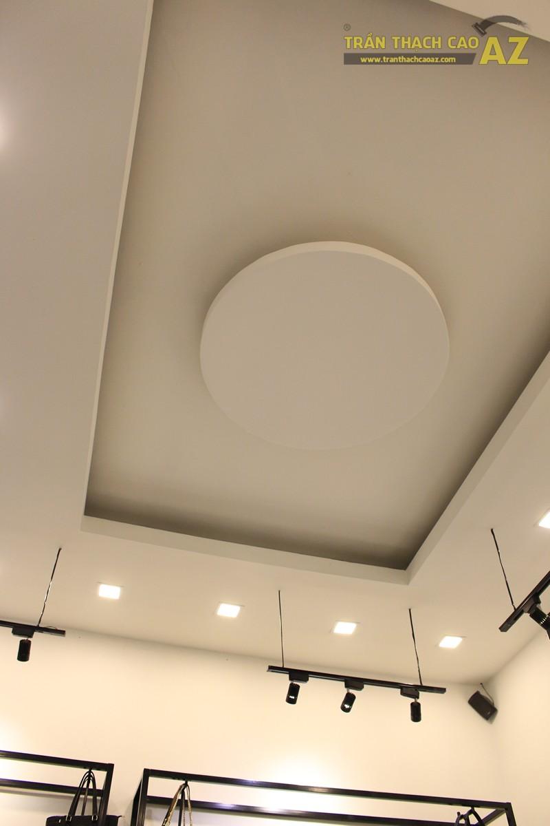 Trần thạch cao shop đẹp đơn giản với tạo hình trần giật cấp của MIZINO, 238 phố Huế - 02