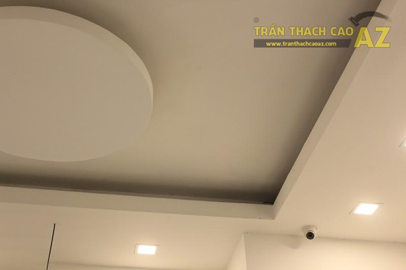 Trần thạch cao shop đẹp đơn giản với tạo hình trần giật cấp của MIZINO, 238 phố Huế - 05