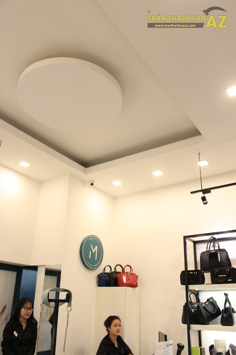 Trần thạch cao shop đẹp đơn giản với tạo hình trần giật cấp của MIZINO, 238 phố Huế - 01