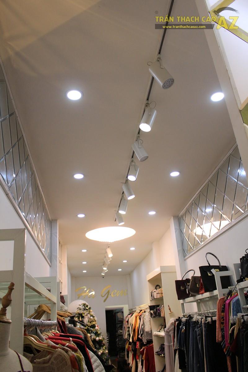 Trang trí shop nhỏ đẹp lung linh với mẫu trần thạch cao đơn giản như Hà Gem, 136 phố Huế - 01