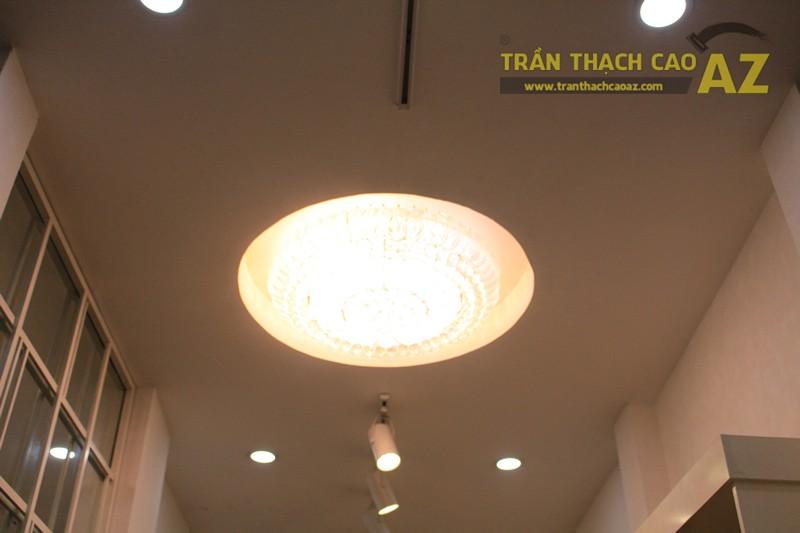 Trang trí shop nhỏ đẹp lung linh với mẫu trần thạch cao đơn giản như Hà Gem, 136 phố Huế - 03