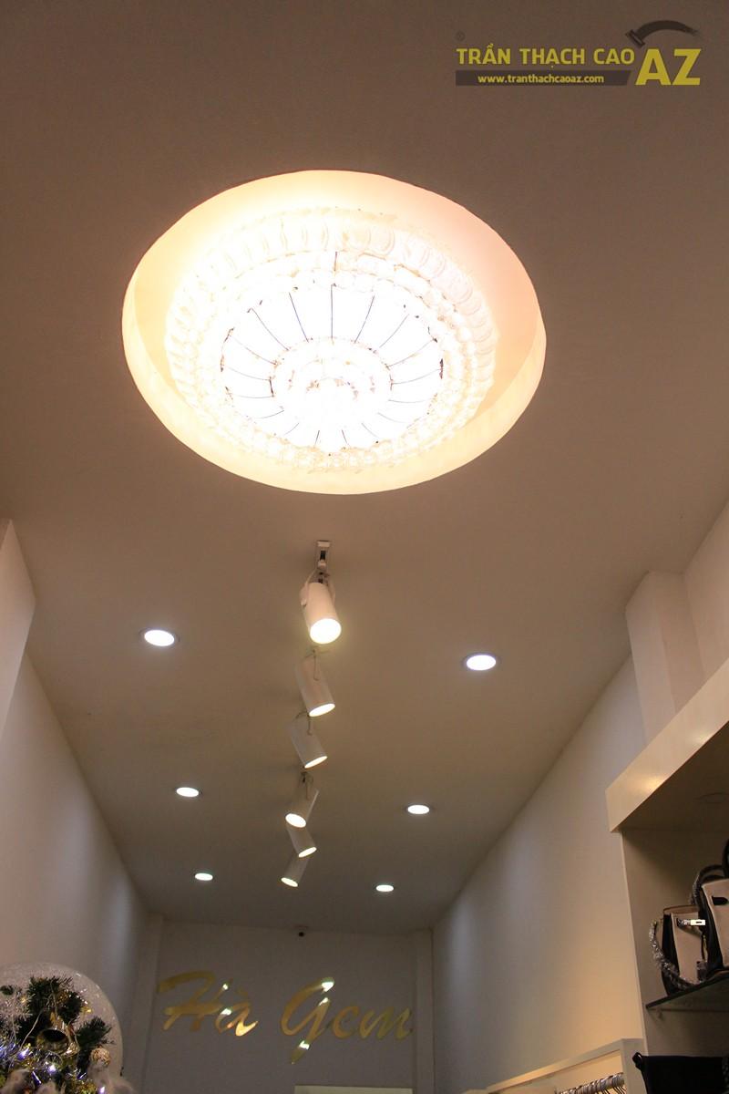 Trang trí shop nhỏ đẹp lung linh với mẫu trần thạch cao đơn giản như Hà Gem, 136 phố Huế - 02