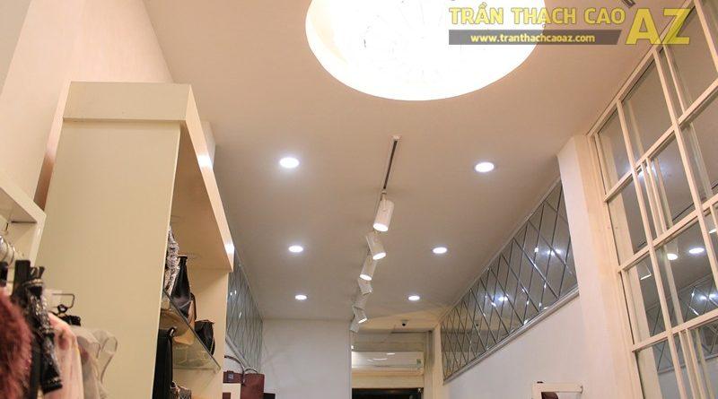 Trang trí shop nhỏ đẹp lung linh với mẫu trần thạch cao đơn giản như Hà Gem, 136 phố Huế