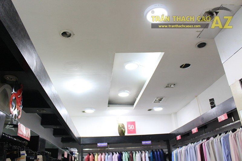 Trang trí shop nhỏ đẹp với tạo hình trần thạch cao hiện đại như Thời trang G2000 - 01