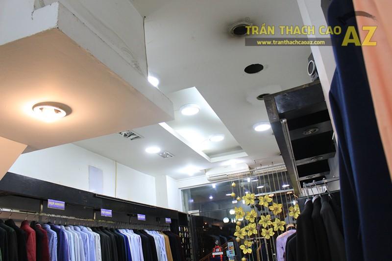 Trang trí shop nhỏ đẹp với tạo hình trần thạch cao hiện đại như Thời trang G2000 - 04
