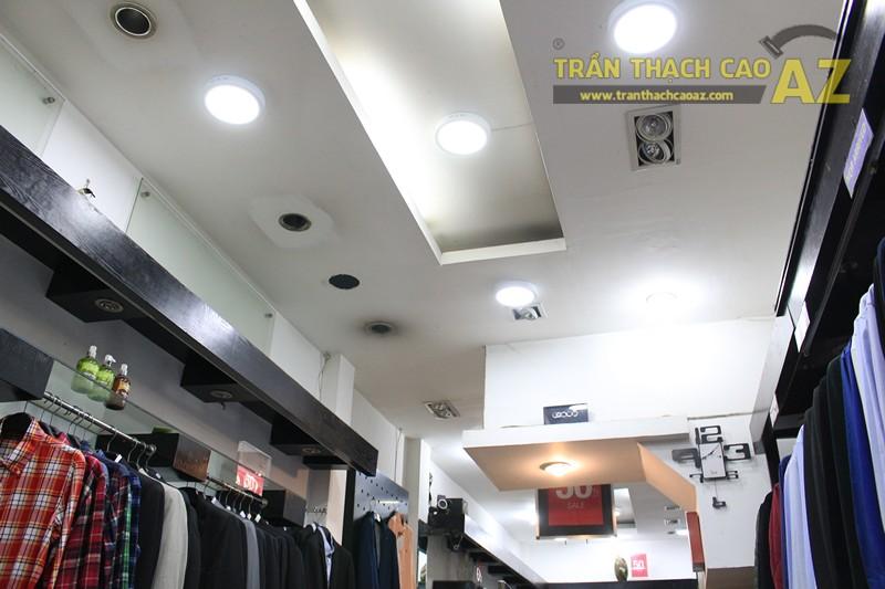 Trang trí shop nhỏ đẹp với tạo hình trần thạch cao hiện đại như Thời trang G2000 - 03