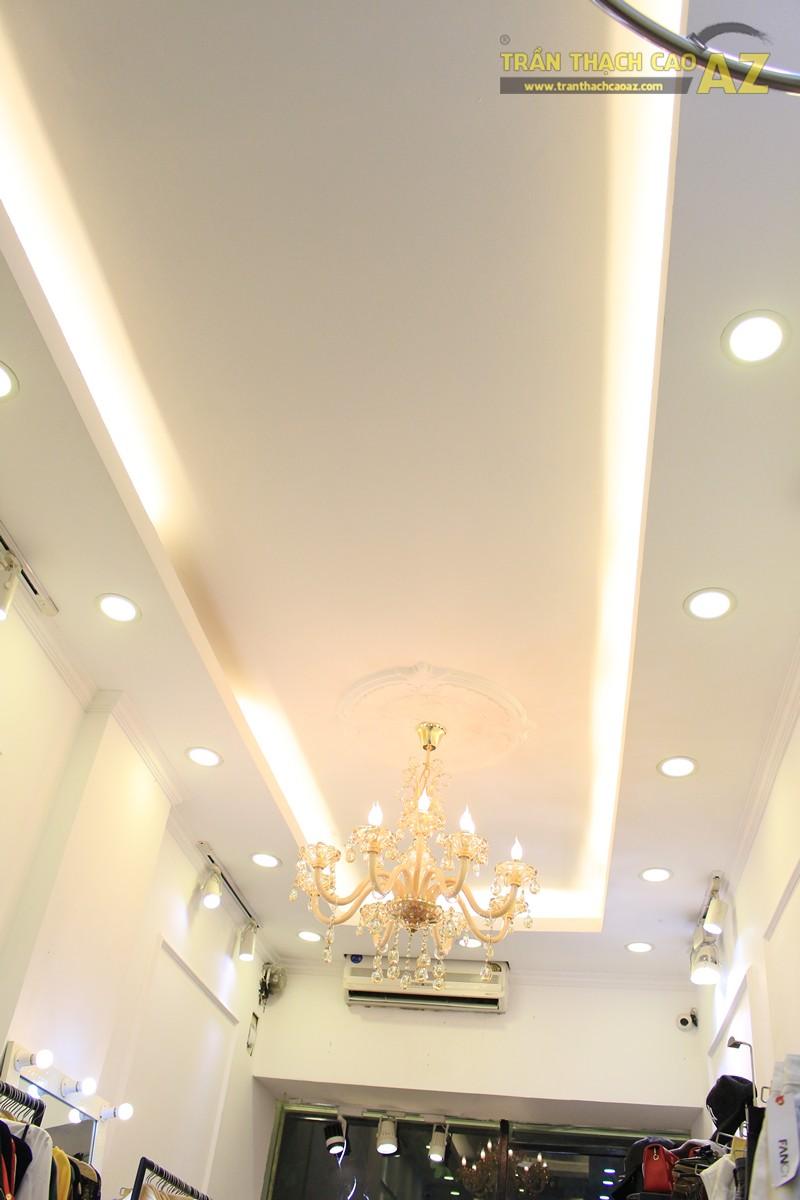 Trang trí trần thạch cao shop nhỏ theo phong cách cổ điển sang trọng của Fancy, 44 phố Huế - 02