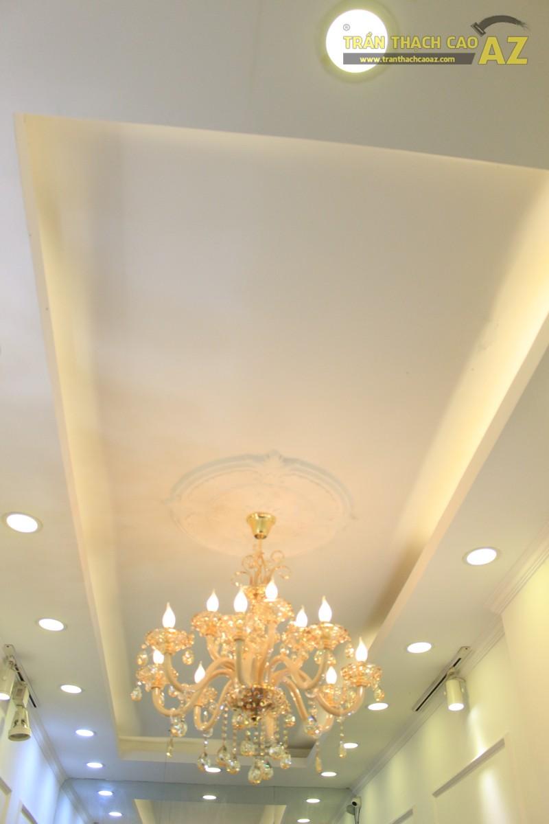 Trang trí trần thạch cao shop nhỏ theo phong cách cổ điển sang trọng của Fancy, 44 phố Huế - 01