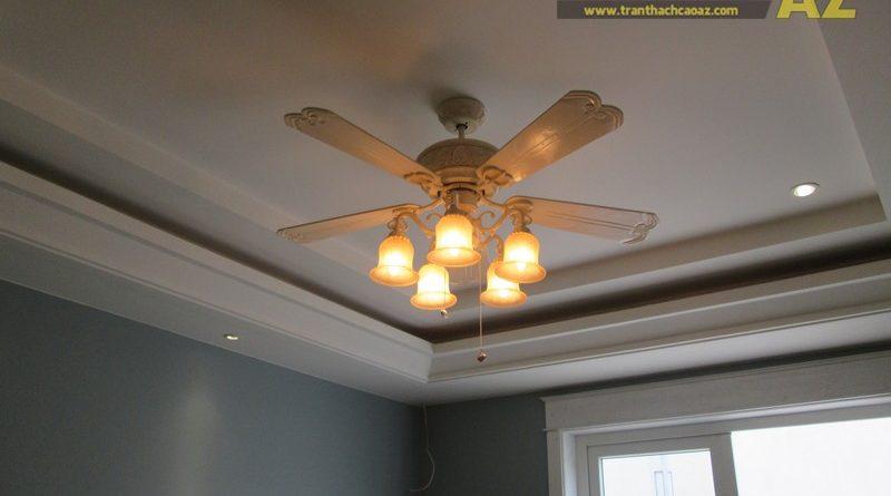 Sử dụng quạt trần làm điểm nhấn cho trần thạch cao phòng khách