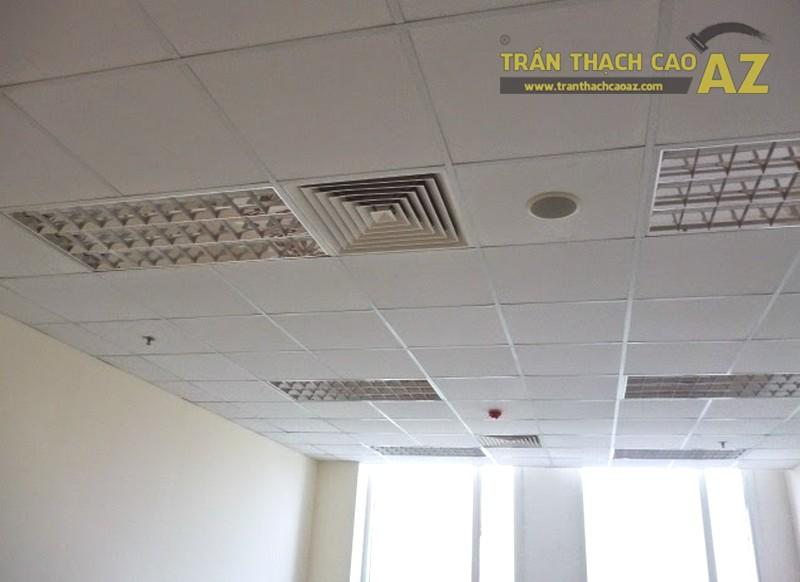 Mẫu trần thạch cao khung nổi sử dụng cho nhà mái tôn, mái ngói
